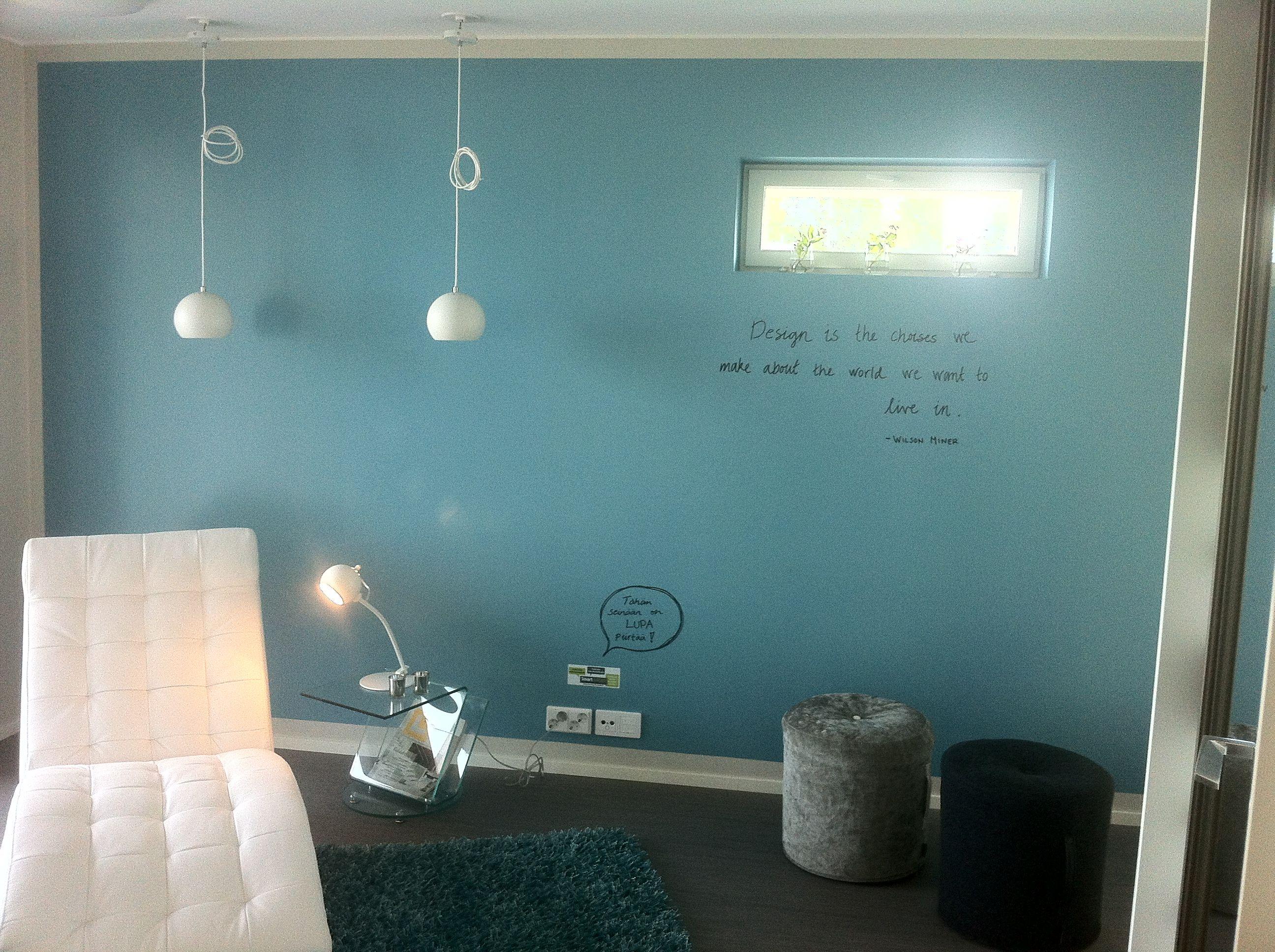 Smart Wall Paint läpinäkyvällä päällystetty sininen lastenhuoneen seinä Jyväskylän asuntomessuilta 2014