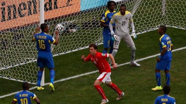 Veja as melhores fotos da virada da Suíça contra o Equador no último minuto de jogo - 16 (© Reuters)