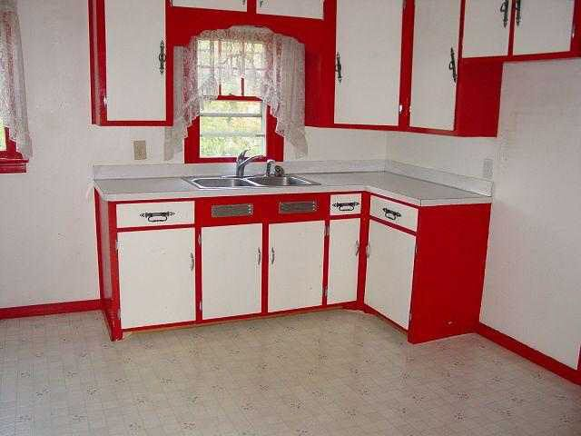 Attirant Good Paint Job Idea For My Coke Kitchen. But Iu0027d Make Some Black And White  Checkered Curtains/valances To Go With The Vintage Diner Look