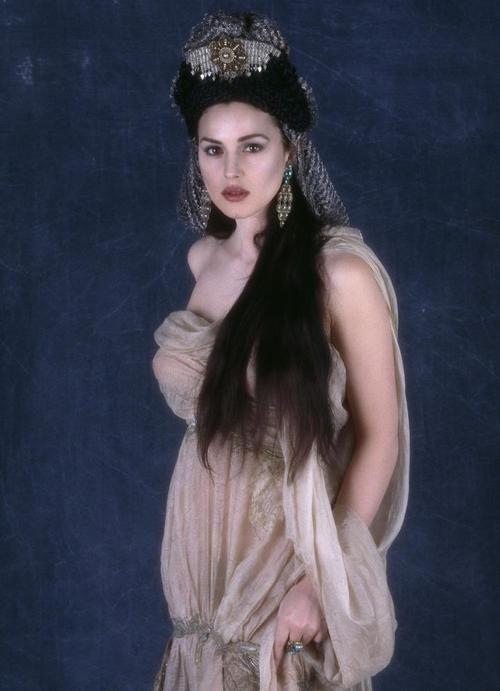 Monica Bellucci As Vampire Neobychnye Platya Monika Belluchchi I