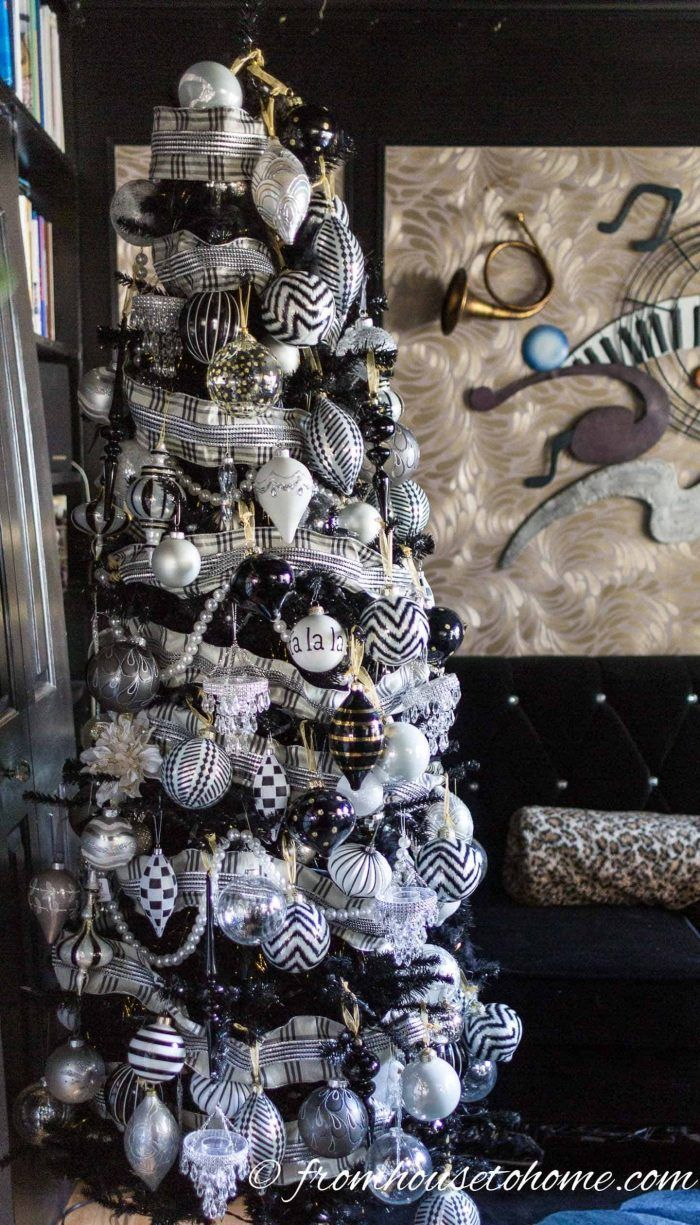 This black and white Christmas tree is an elegant and modern approach to Christmas tree decorating. Click through to find more unique Christmas tree ideas. #fromhousetohome #christmasdecor #christmas #christmastree  #homedecorandgardeningideas