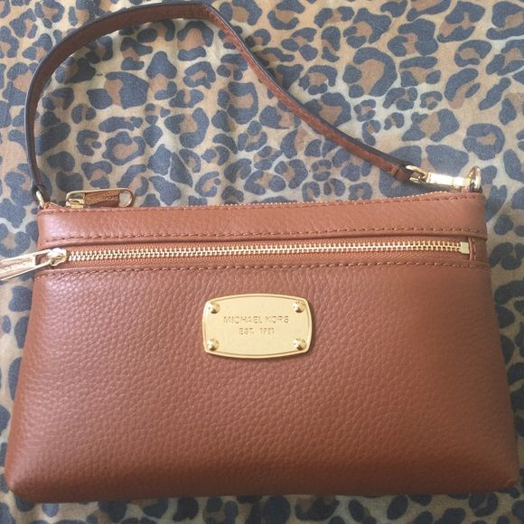 MK Luggage Wristlet 💥FINAL PRICE💥 NWT (With images ...