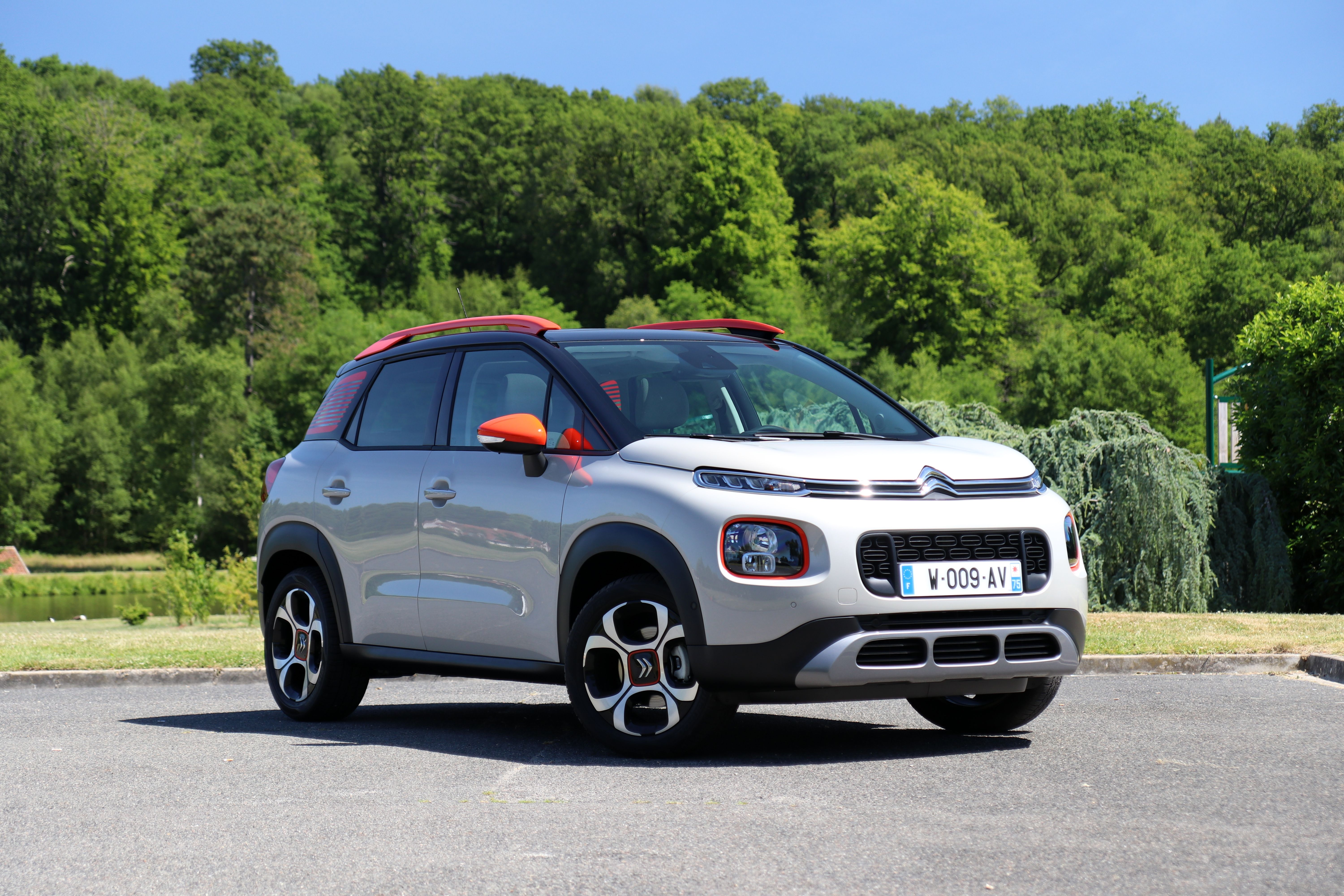 s0 comparatif video statique la nouvelle citroen c3 aircross face aux renault captur et peugeot. Black Bedroom Furniture Sets. Home Design Ideas