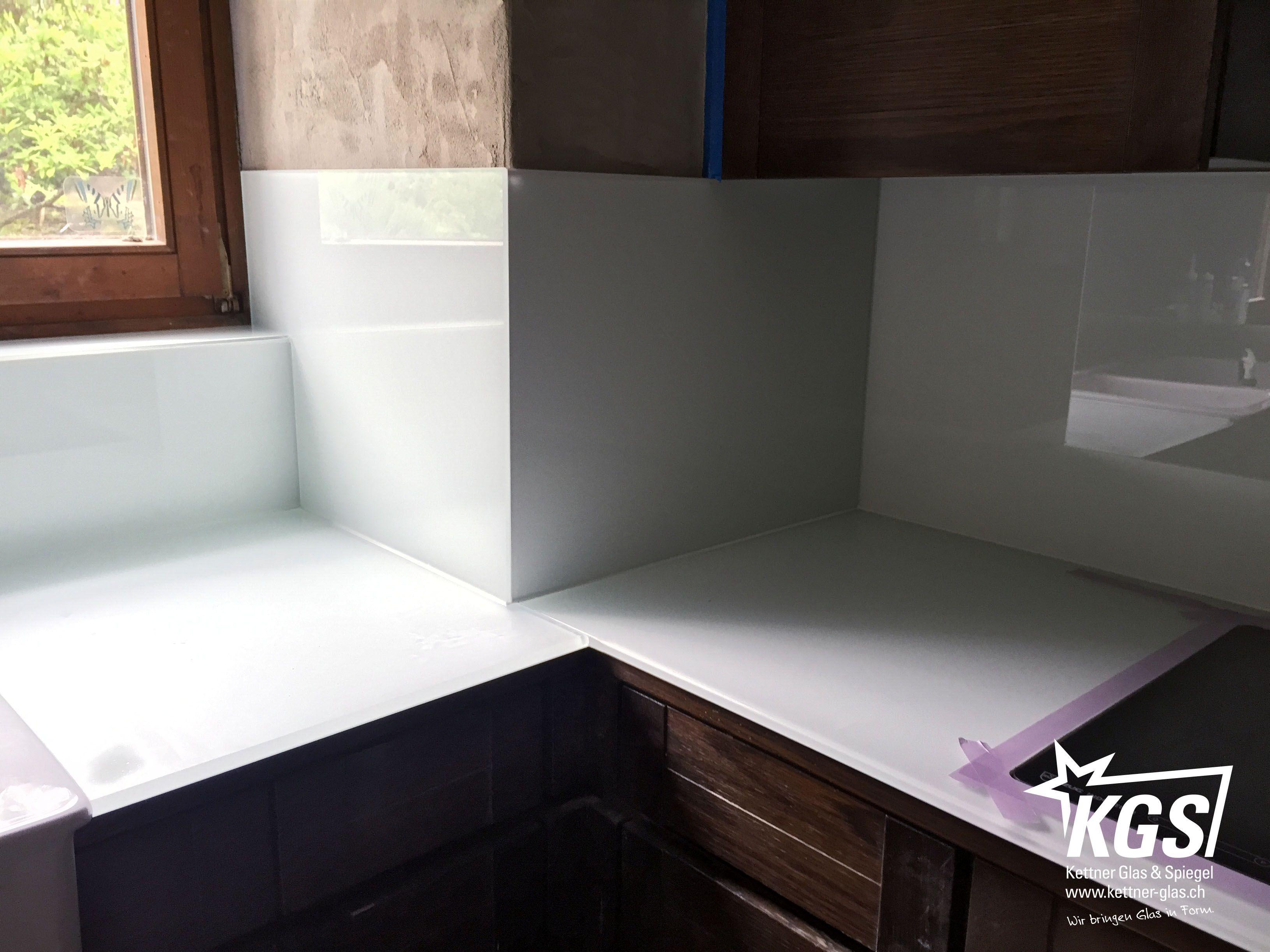 Küchenrückwand Selbstklebend ~ Küchenrückwand und arbeitsfläche aus diamant glas mit hochweisser