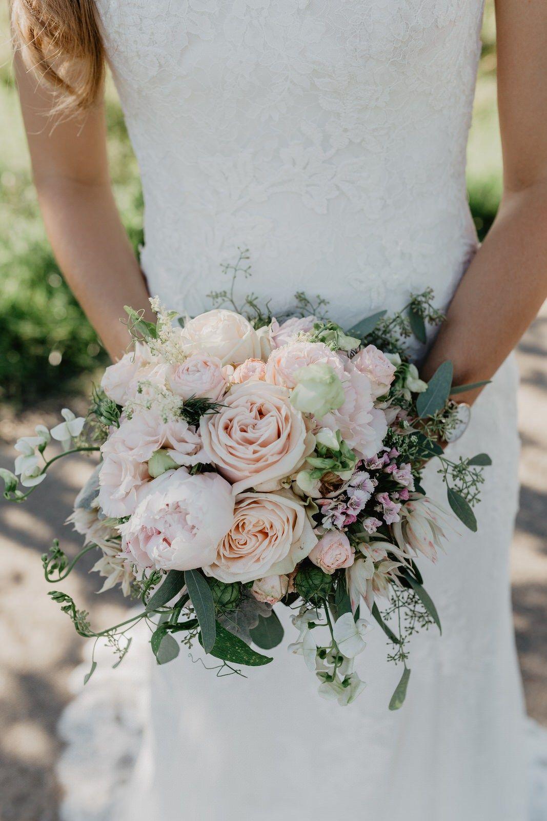 Pfingstrosen Brautstrauss Blumen Hochzeit Nude Blush