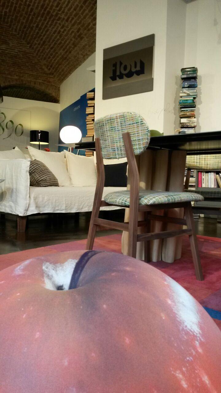 Tavolo e sedie #Brick #Gervasoni Divano #Up #Gervasoni Tappeto ...