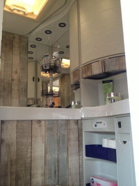 Badkamer na 3_blauw bakje | Caravan | Pinterest
