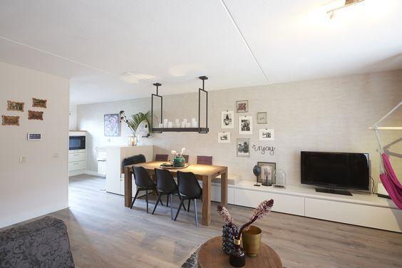 Radiator Woonkamer Meubels : Tv meubel die overloopt naar een vaste bank woonkamer pinterest