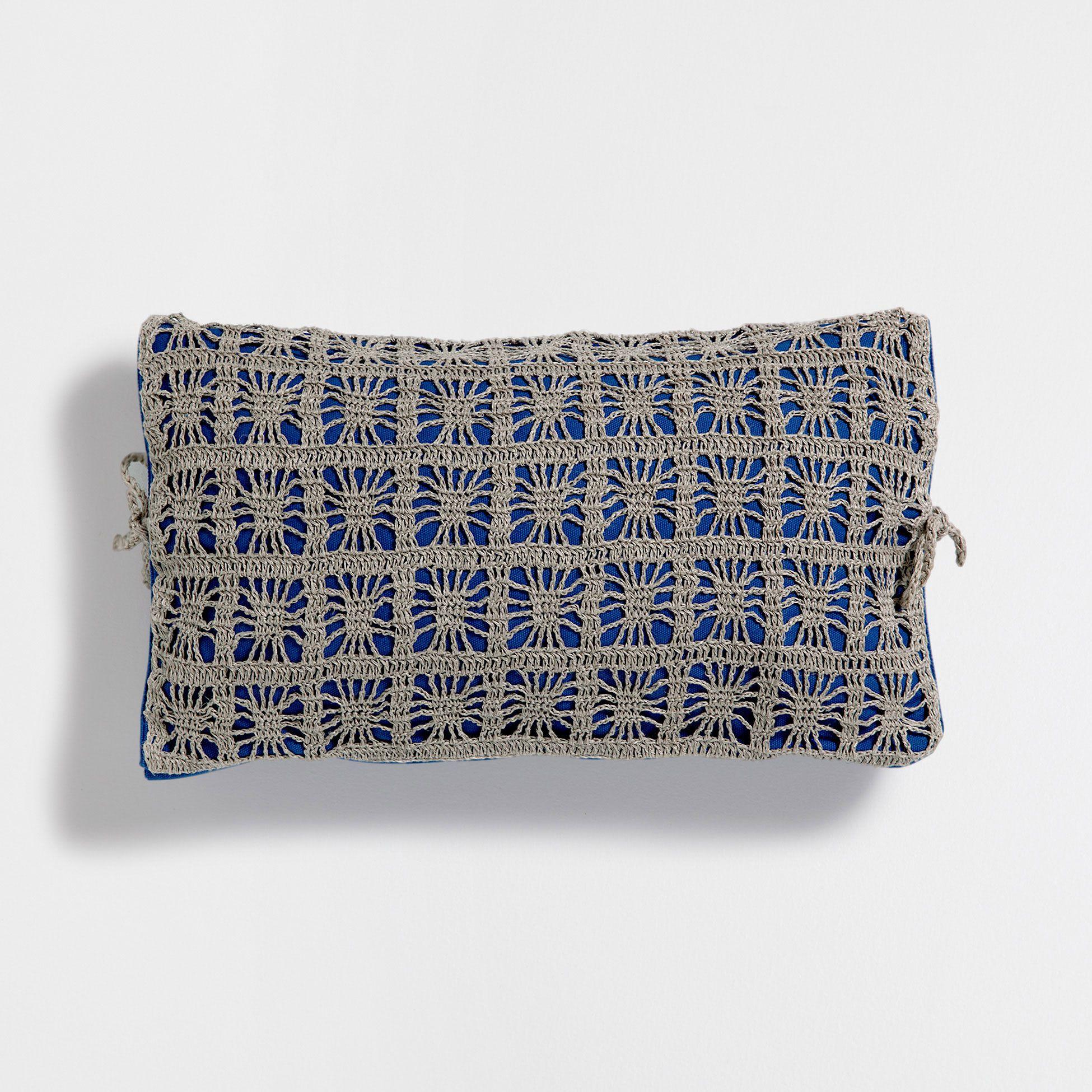 Cojín lino crochet