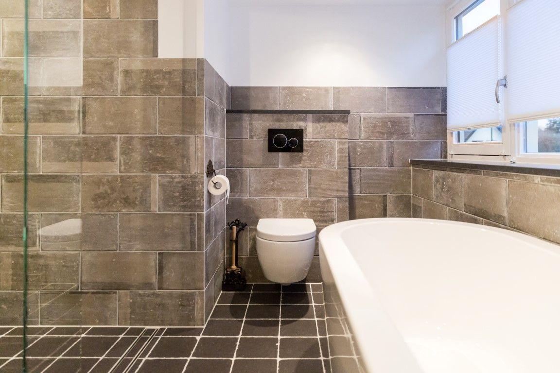 Prachtige Badkamer Met Keramische Wand En Vloertegels Badkamer Keramischetegels Keramisch Parket Badkamer Grijze Badkamertegels Prachtige Badkamers