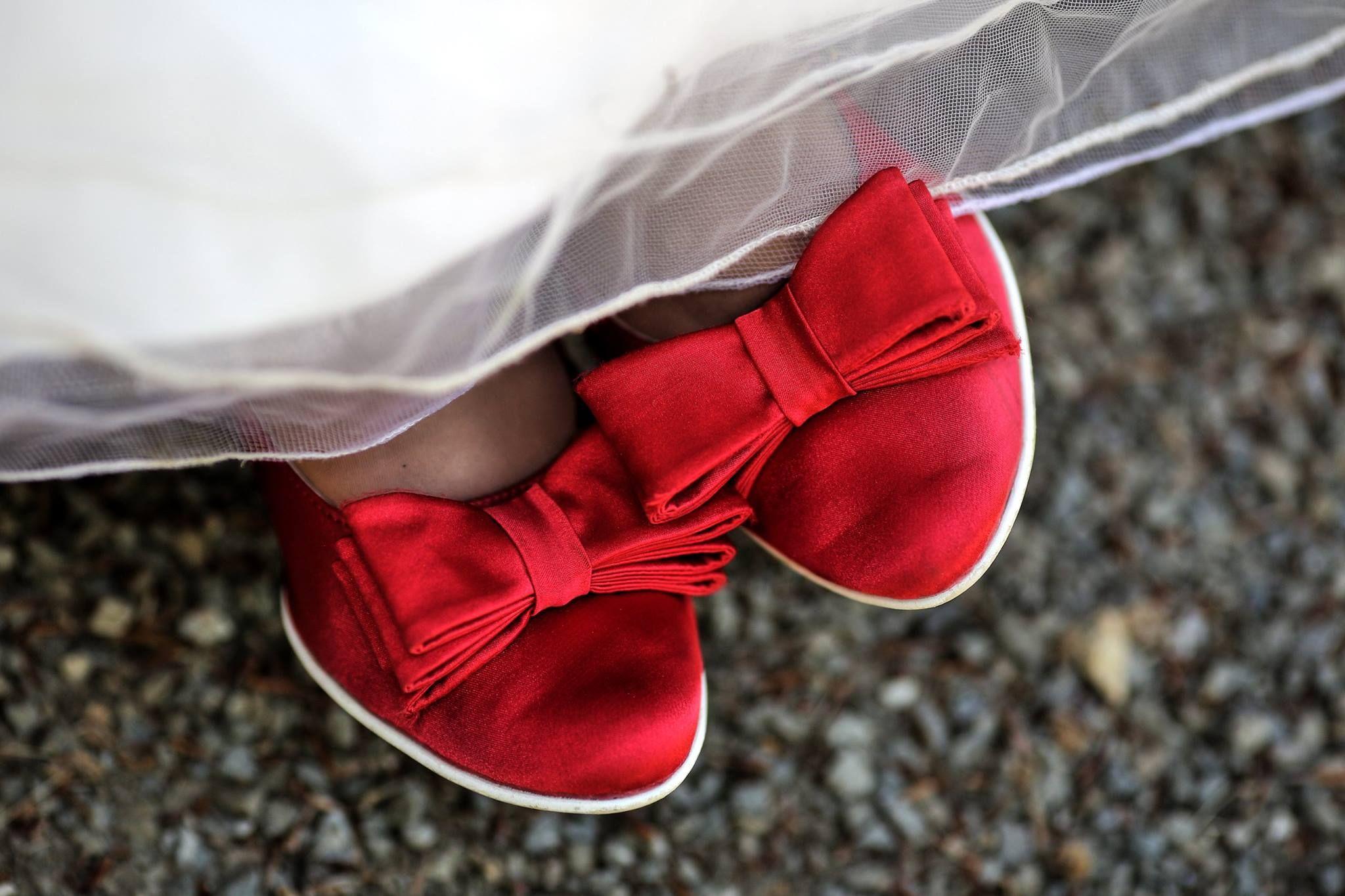 67dffd8cd9 Červené svatební boty