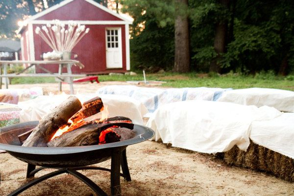 a rustic conversation pit with a spot for s'moresing   Photography by hannahperssonphoto.com