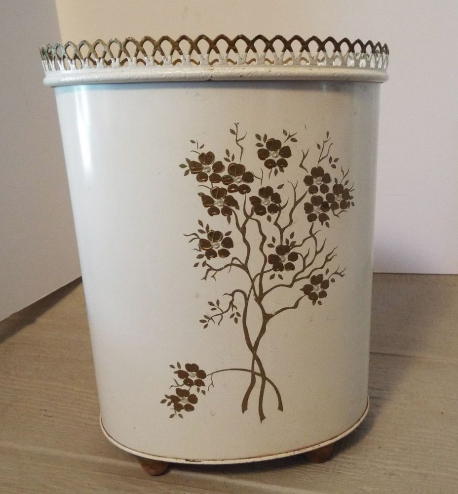 Bedrooms. Trash can  waste basket  metal bathroom vintage 1950 s Ransburg
