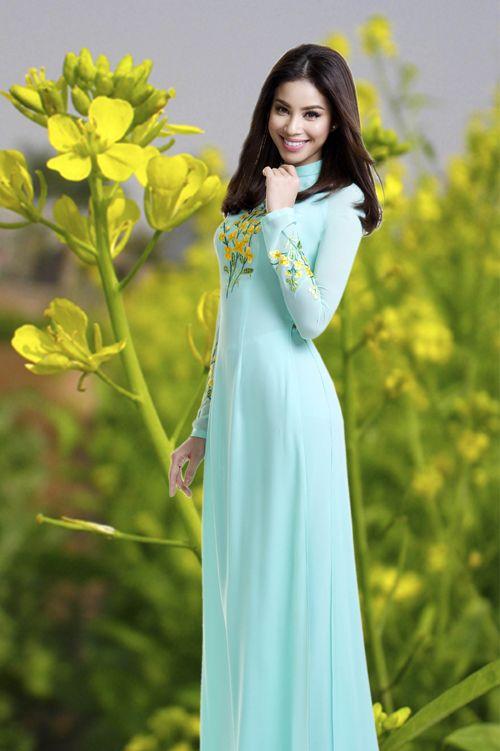 Tố My duyên dáng cùng áo dài thêu hoa - Công ty In Vải Kỹ