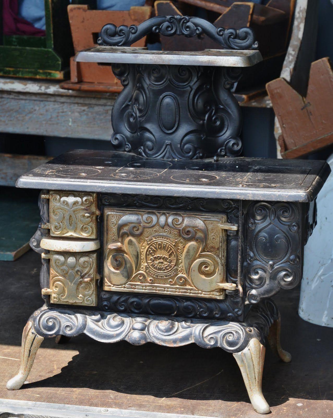 Favorite salesman 39 s sample antique stove fogones for Cocinas economicas de lena antiguas