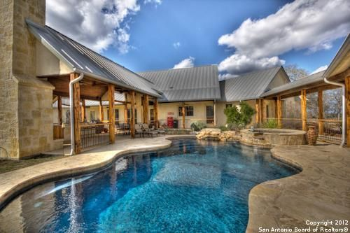 Texas ranch house with pool a must country hill house for Texas ranch piani casa con portici
