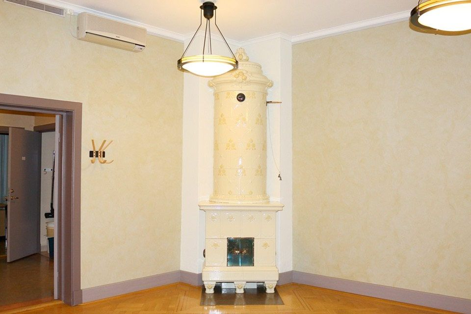 Beautiful wooden castle for sale for improbable SEK 4 million - Comfortable home