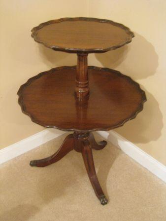 Antique Pie Crust 2 Tier Table 100
