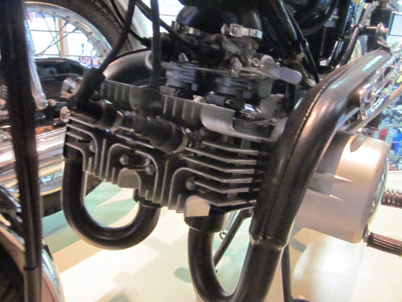 Suzuki 125 twin on display at hinshaw 39 s motorcycle store for Hinshaw honda auburn wa