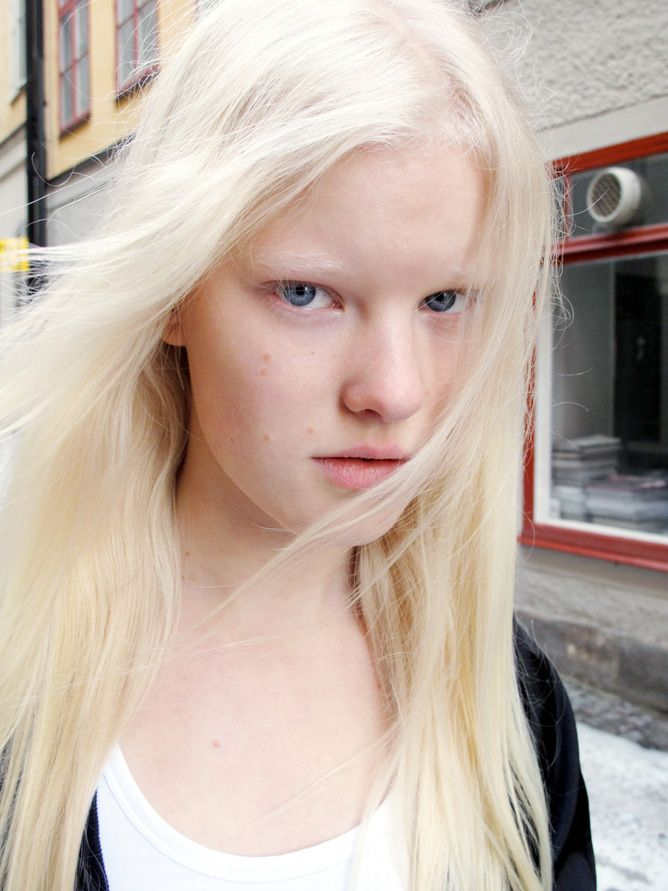 Linn Arvidsson Blonde Eyebrows White Blonde Hair Blonde Hair Color