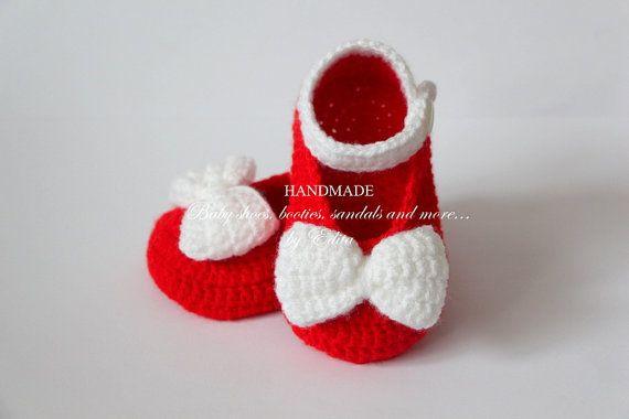 Crochet baby bootiesbaby girl shoesMary Janes por editaedituke