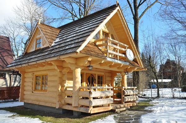 Casa Mica Din Busteni Rotunzi Si Semirotunzi Exterior Tiny House Cabin House In The Woods Log Homes