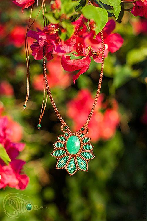 Тропический цветок