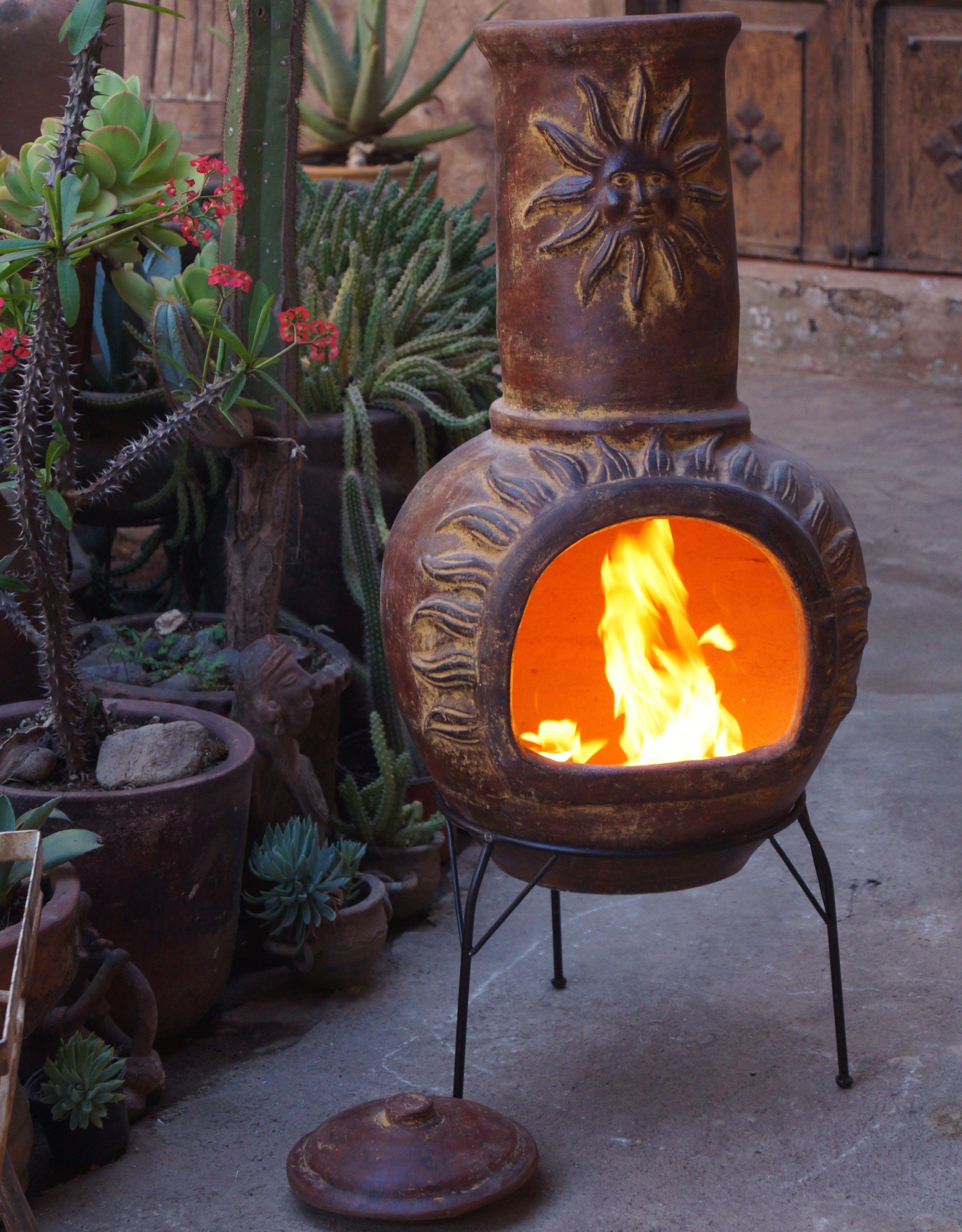 Deze Sol-y-Yo ChimeneaMexicaanse kachel (rood, 110 cm) met zonmotief, is erg handig in gebruik en zorgt voor een fantastische sfeer in uw tuin.