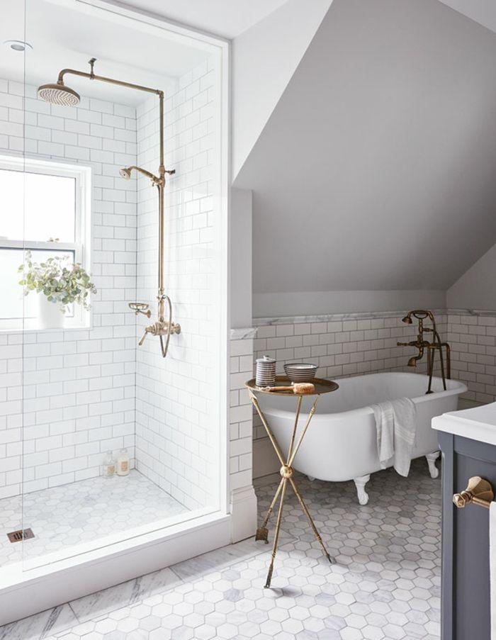 minimalistisch einrichten kleiner Metalltisch mit runder Form mit - fliesen bad wei
