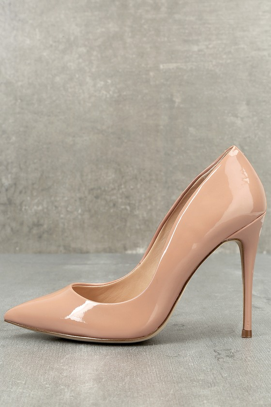 1b848266fc031 Steal the show with the Steve Madden Daisie Dark Blush Patent Pumps! Sleek,  patent