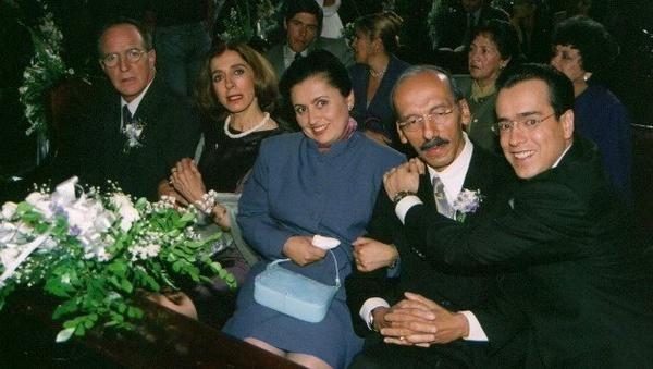 """Mariaguicelakingsing en Twitter: """"@fatimaesquive13 feliz día mis bellas jeamigas las amo!!! y @jeabello las gracias por estar unidas en amor a ti JEA. http://t.co/KvAqklSEq5"""""""