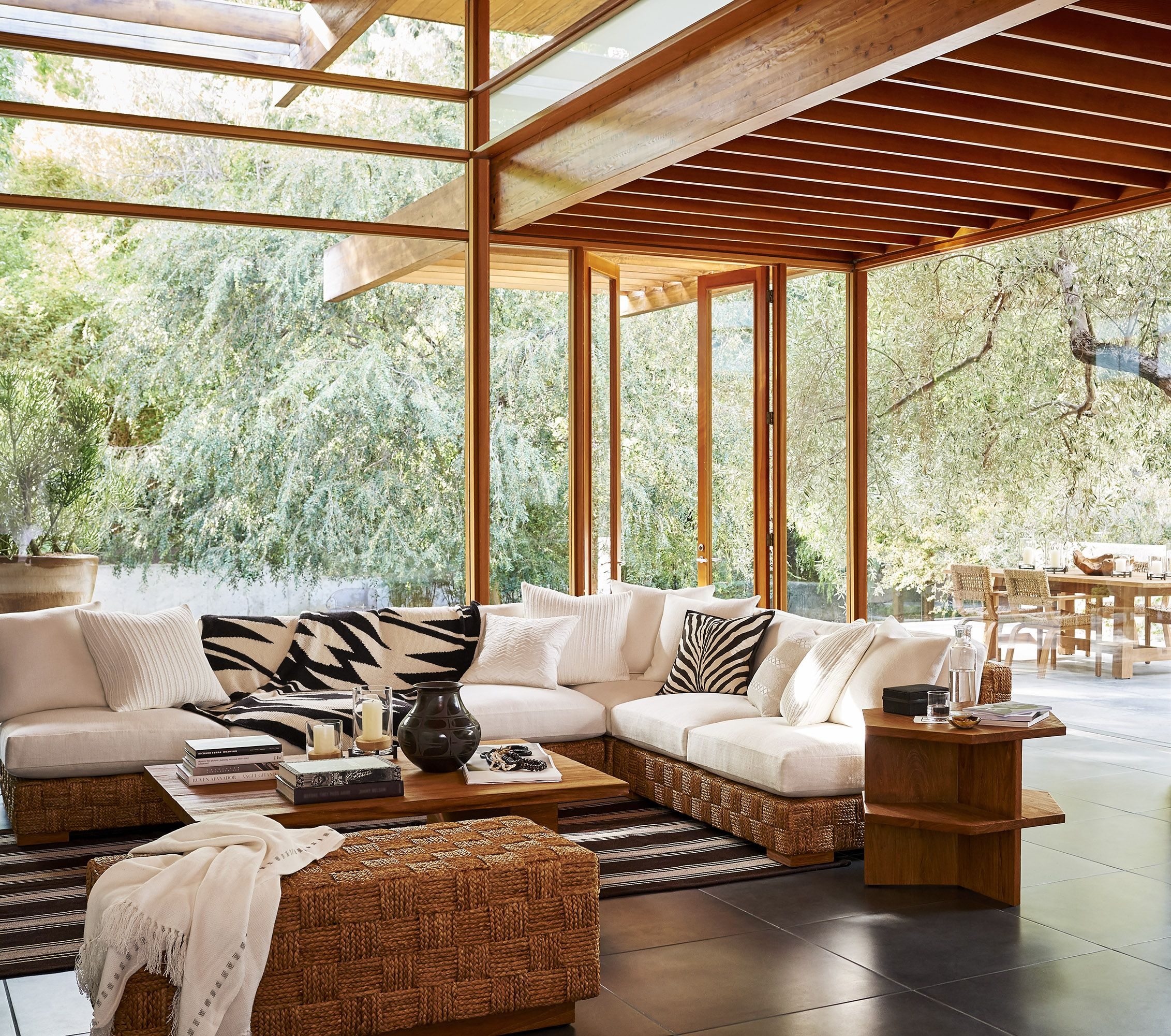 Warm Modern Living Room Ideas: Warm Teak Furniture, Natural Materials And Patterned