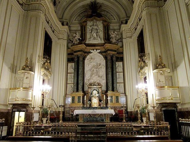 Juan Bautista de Toledo. Iglesia del monasterio de las Descalzas Reales, Madrid (1559). Vista del Altar Mayor.