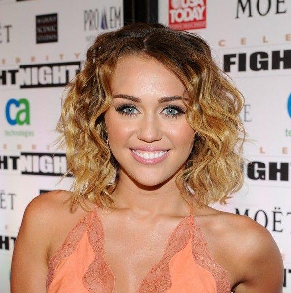Miley Cyrus Casual Beachy Wavy Hairstyle Hairstyles Weekly Miley Cyrus Short Hair Miley Cyrus Hair Bob Haircut Curly
