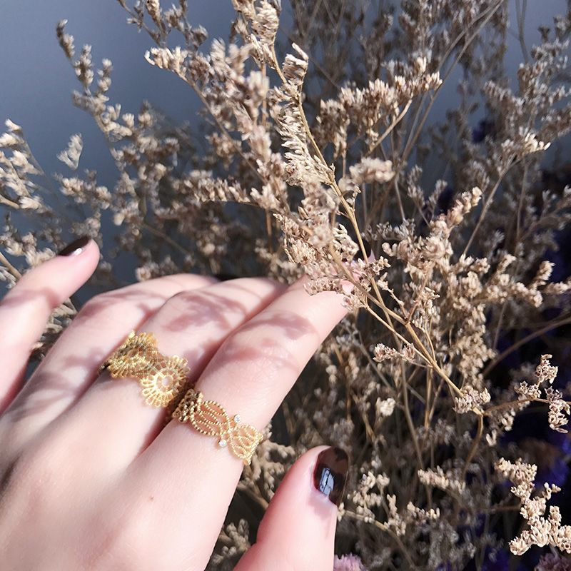 black Fragile Allure Lace Ring
