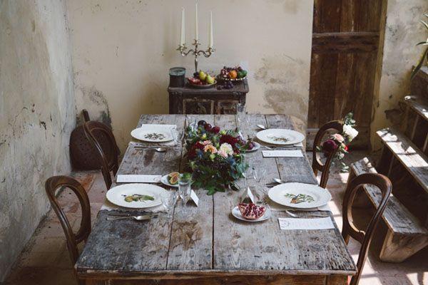bohemian wedding table http://weddingwonderland.it/2016/01/inspiration-poesia-bohemien.html