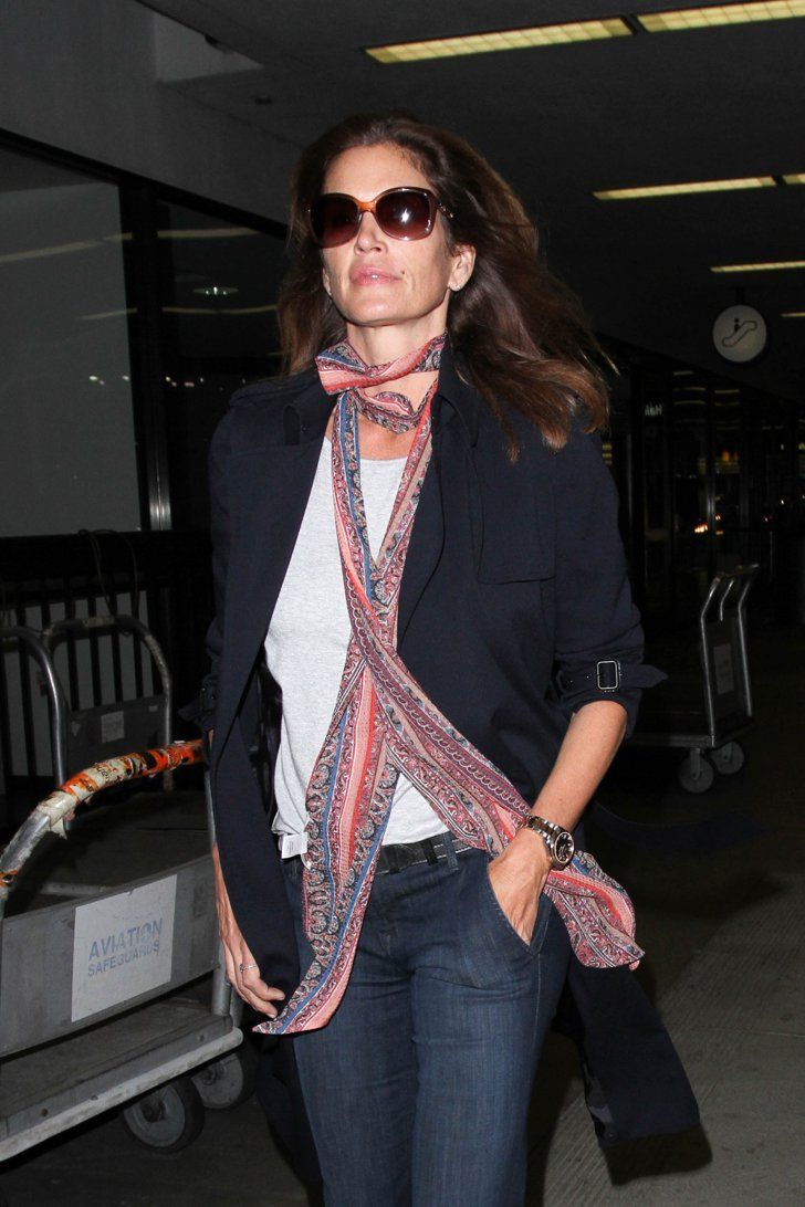 Pin for Later: Cindy Crawford Knows Just What to Add to a Too-Simple Outfit Cindy Gave Her Look a Little Something Extra With a Skinny Scarf