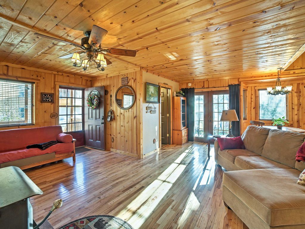 Cabin On Table Rock Lake W Hot Tub Fire Pit Blue Eye Lakefront Cabin Rentals Cabin Evolve Vacation Rental