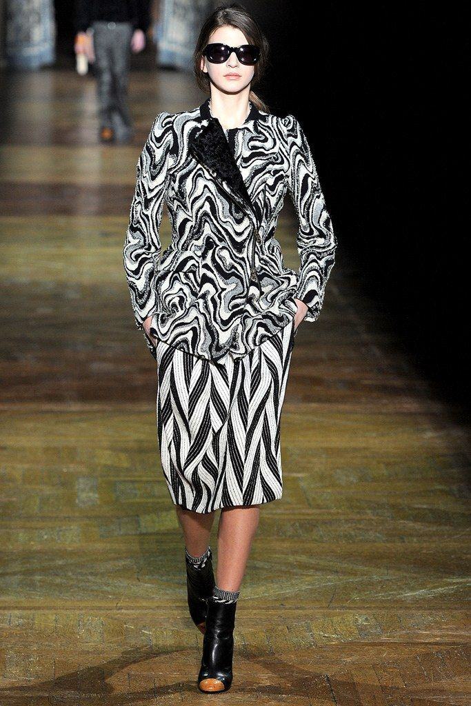 Dries Van Noten Fall 2011 Ready-to-Wear Collection Photos - Vogue