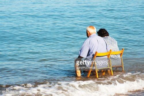 Scoglitti, Sicily, Italy - August 2, 2016: A senior couple... #scoglitti: Scoglitti, Sicily, Italy - August 2, 2016: A senior… #scoglitti