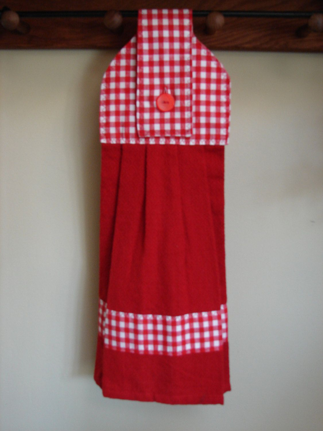 Red Gingham Hanging Kitchen Towel | Country Clutter