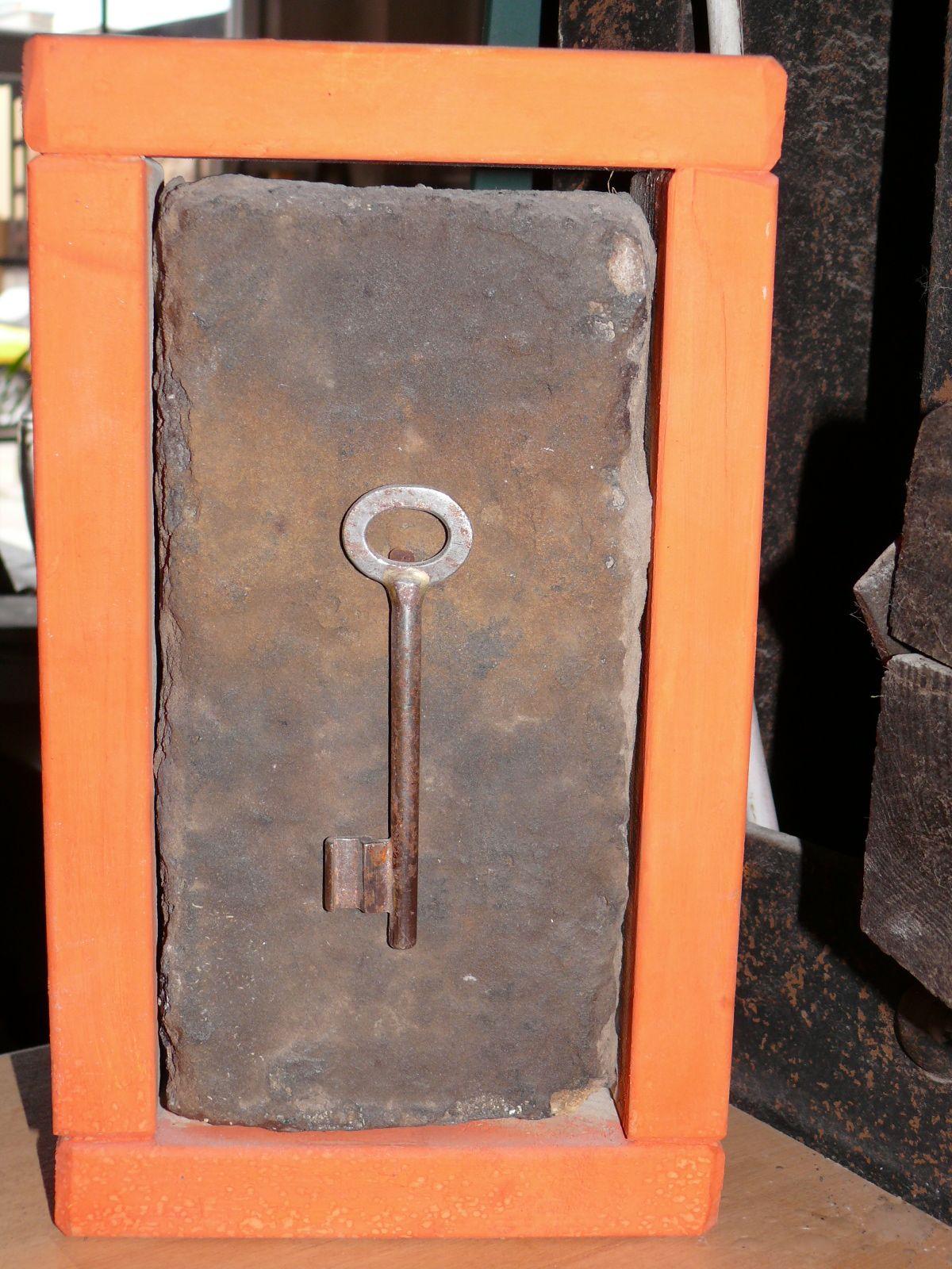 Schlüssel mit Stein