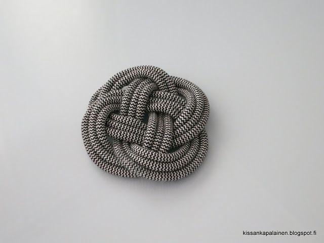 Kissankäpälä: Solmut/knots: Carrick Bend Mat