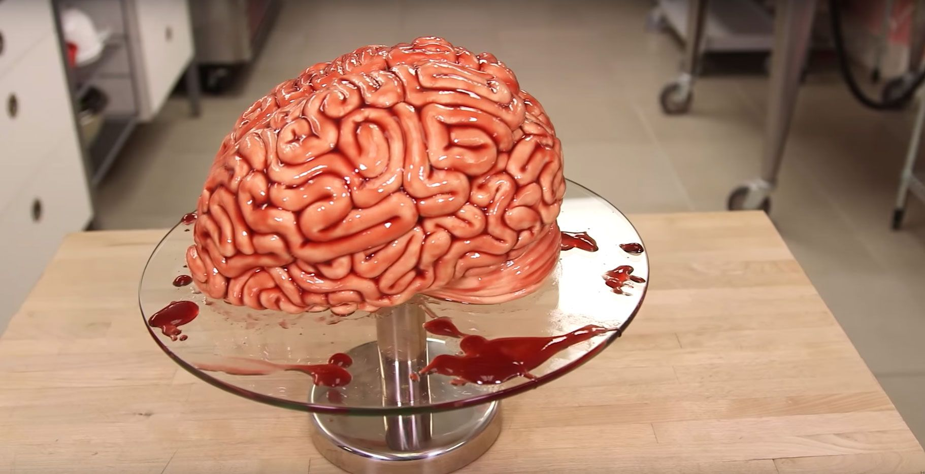 Hogy készítsünk Véres Agy tortát 'Walking Dead' módra - http://www.otthon24.hu/hogy-keszitsunk-veres-agy-tortat-walking-dead-modra/