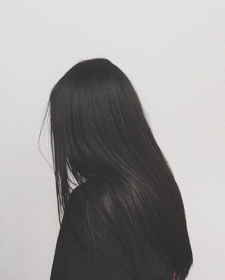 девушка с длинными волосами сидящая задом - 12