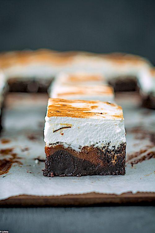 Brownie de cacao con caramelo salado y merengue suizo