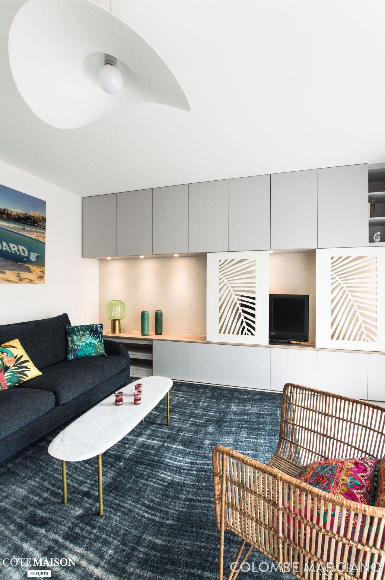 un salon clectique et moderne avec rangements sur mesure id e deco appart pinterest salon. Black Bedroom Furniture Sets. Home Design Ideas