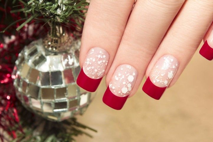 Christmas is the season in which we all enjoy a lot the fog, mist, snow. This is the best time of the year, celebrate the months of festivity and vigor. Apart from the dresses and accessories there are ways to show off your personal style and creativity, other thing that women cannot hold off example is the trend of Nail Art. So here are some examples of  best Christmas Nail Arts Designs and Ideas you must love. Very simple, cute, easy to do yet very stylish.