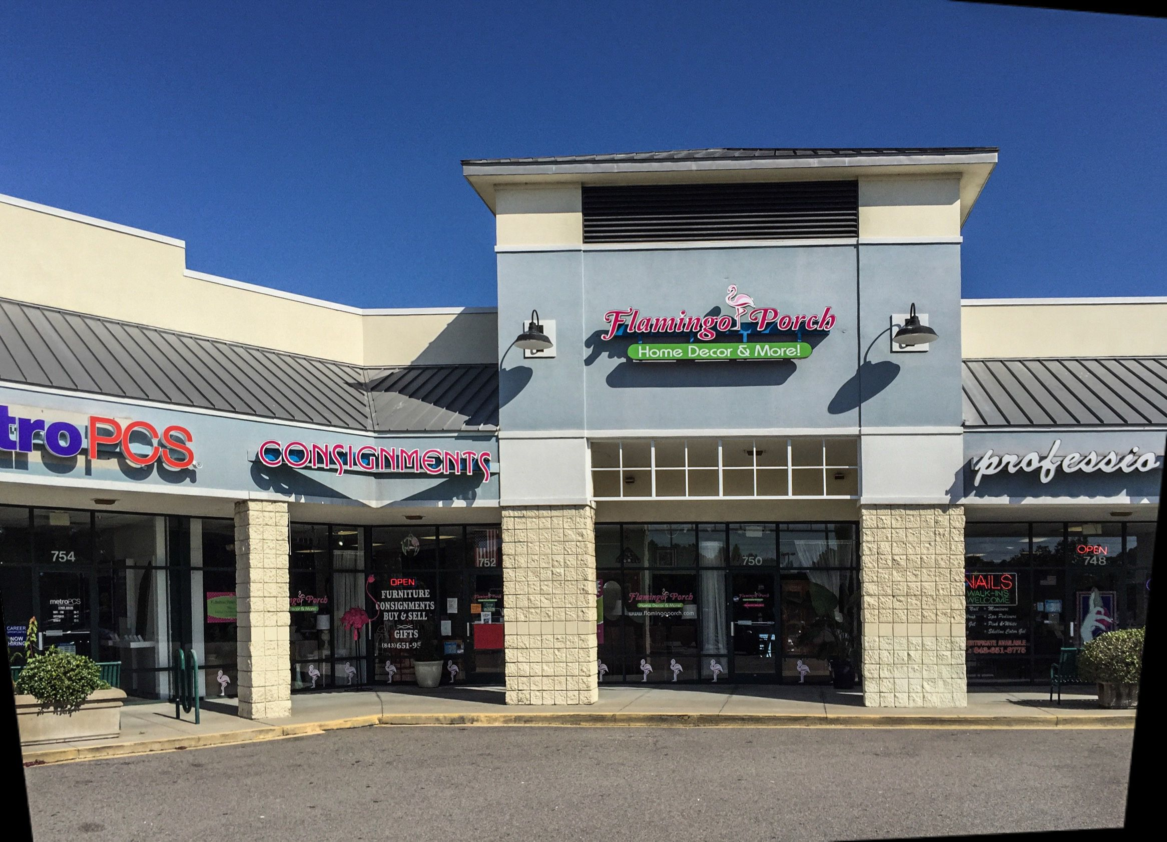 Flamingo Porch consignment shop, located in Surfside Beach ...