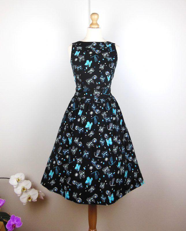 52ac74c216d Une petite robe noire rétro et une myriade de papillons et de libellules  turquoise